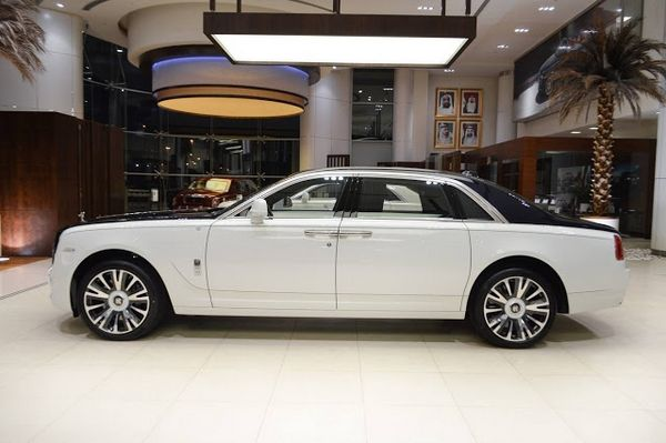 "Rolls-Royce Ghost ""Inspired by Private Jet"" side view"