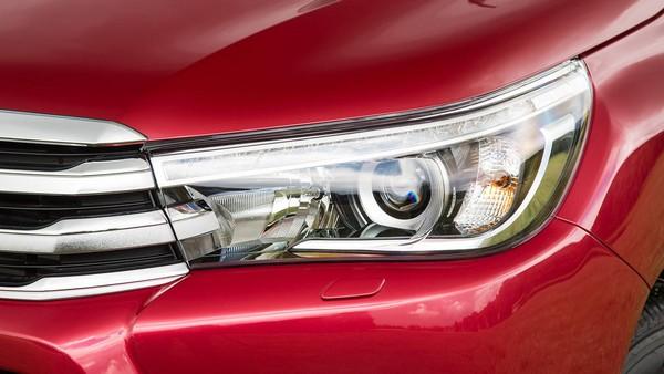 Toyota Hilux 2015 headlight