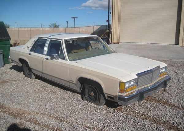 a Ford Crown Victoria 1982 angular front