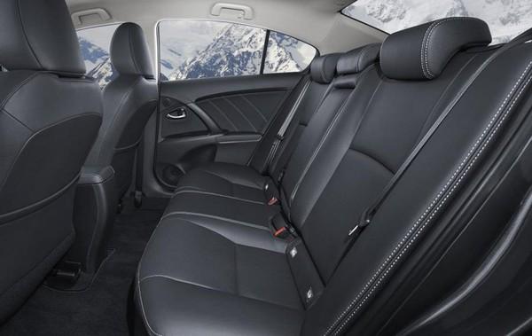 Toyota Avensis 2003 seating