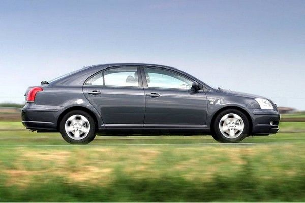 Toyota Avensis 2003 on the road