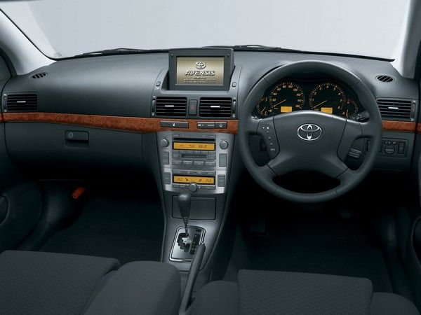 Toyota Avensis 2003 dashboard area