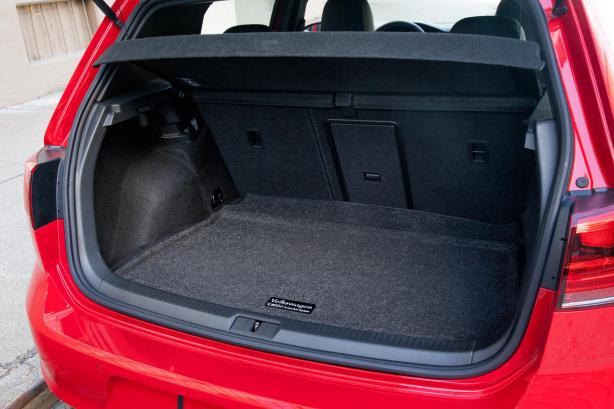 Volkswagen Golf 3 2002 cargo space