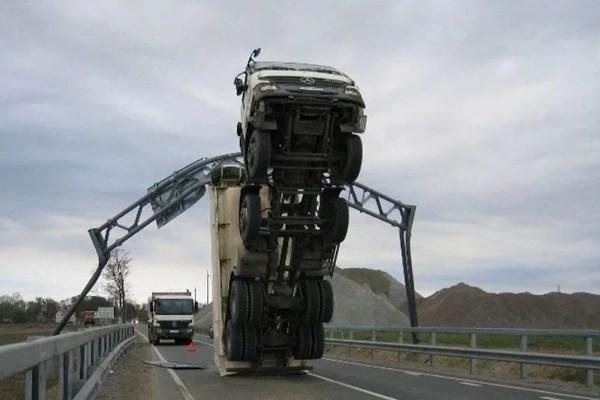 the world's weirdest car accident