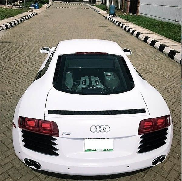 So beautiful the white Audi R8 with a touch of khaz