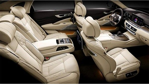 The interior of the K900