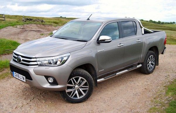 Toyota Hilux 2017 angular front