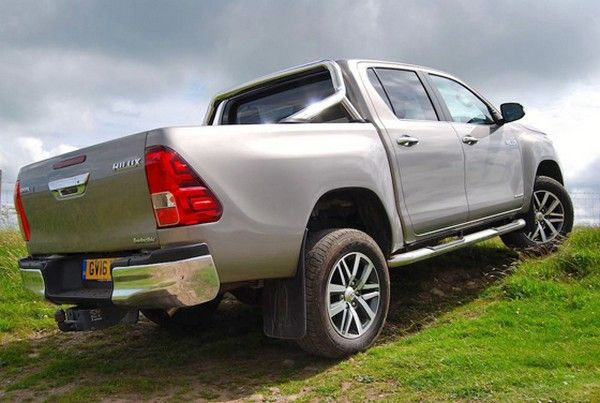 Toyota Hilux 2017 angular rear