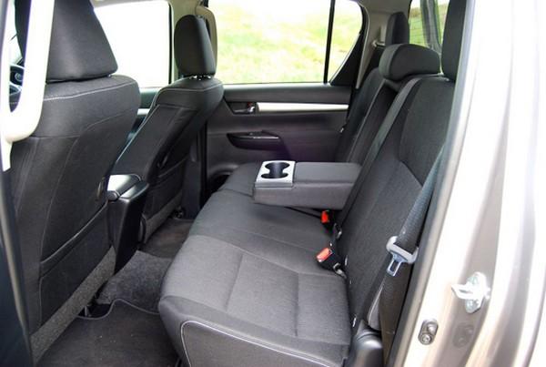 Toyota Hilux 2017 seats