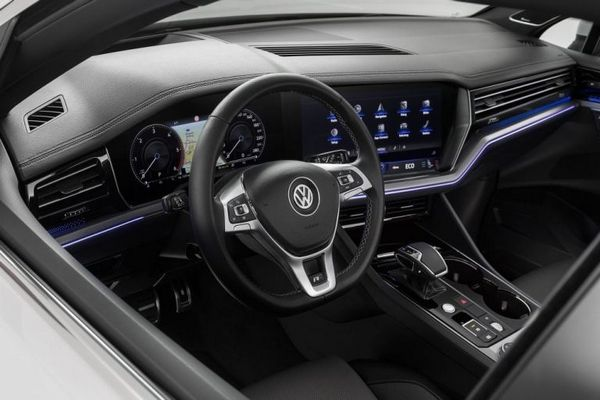 Volkswagen Touareg 2019 cockpit