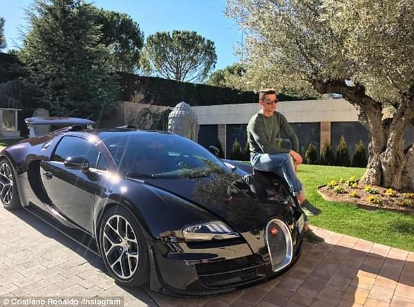 Ronaldo with his Bugatti Veyron