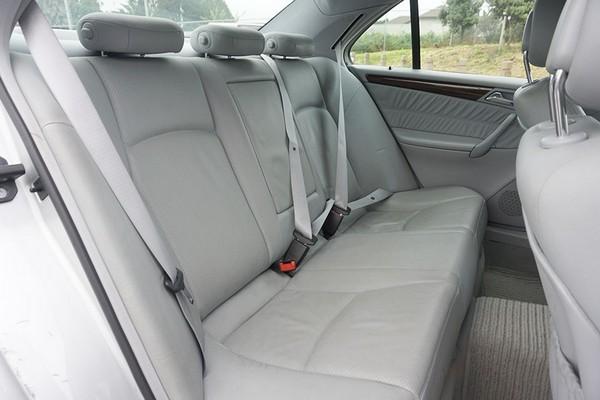 Mercedes-Benz C200 2000 rear seats