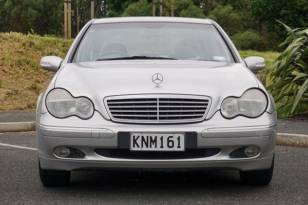 Mercedes-Benz C200 2000 front view