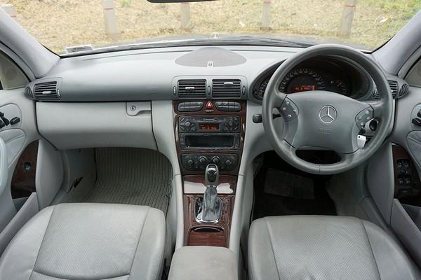 Mercedes-Benz C200 2000 interior