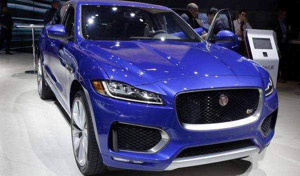 The front of the Jaguar F-Pace SVR
