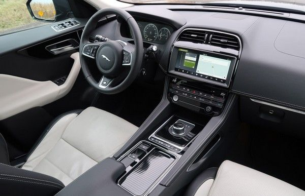 The dashboard of the Jaguar F-Pace SVR
