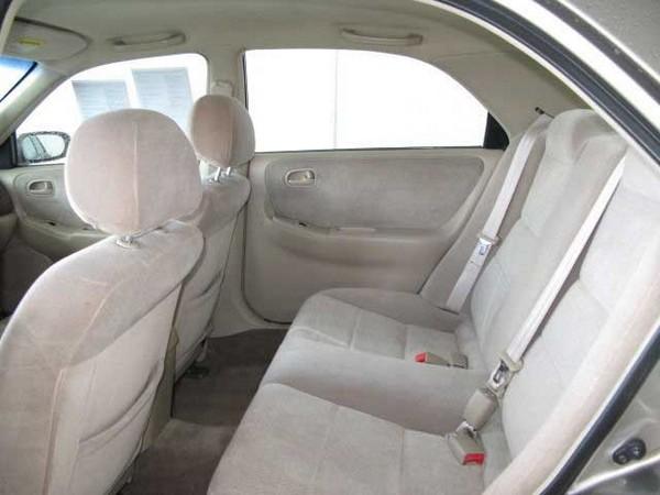 Mazda 626 2002 seats