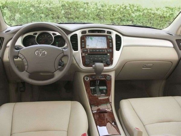 Toyota Highlander 2006 dashboard area