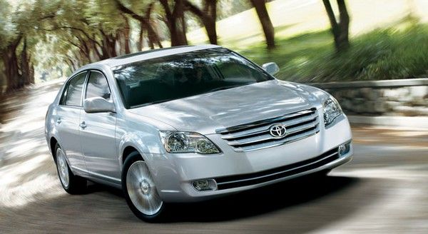 Toyota Avalon 2007 on the road