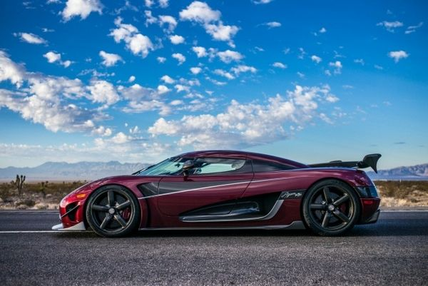 Koenigsegg Agera RS side view
