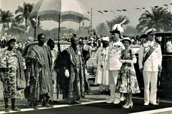 Queen Elizabeth II and Nigerian authorities
