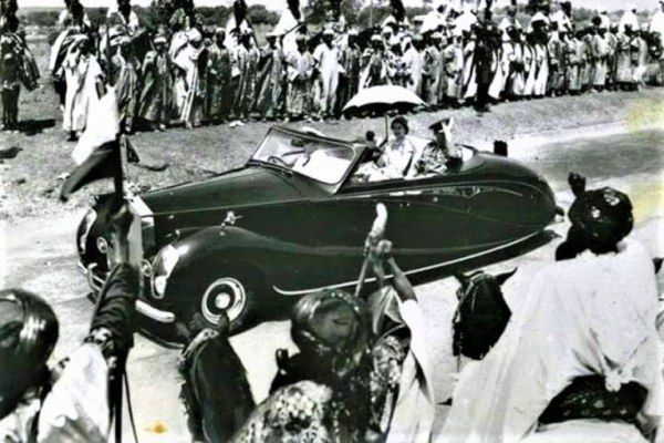 Queen Elizabeth II and the 1952 LWB Rolls-Royce Silver Wraith ALW 11