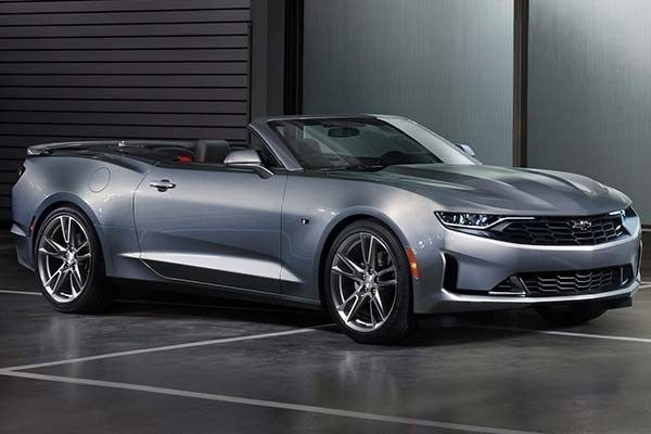 Facelifted Chevrolet Camaro 2019 convertible angular front