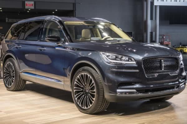 Angular view of the Lincoln Aviator 2018