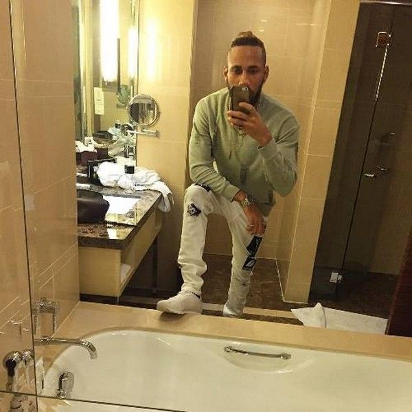 Phyno-in-bathroom