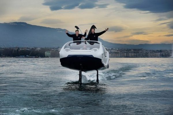 SeaBubbles water flying car