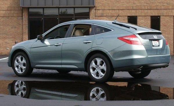 Honda Crosstour 2010 angular rear