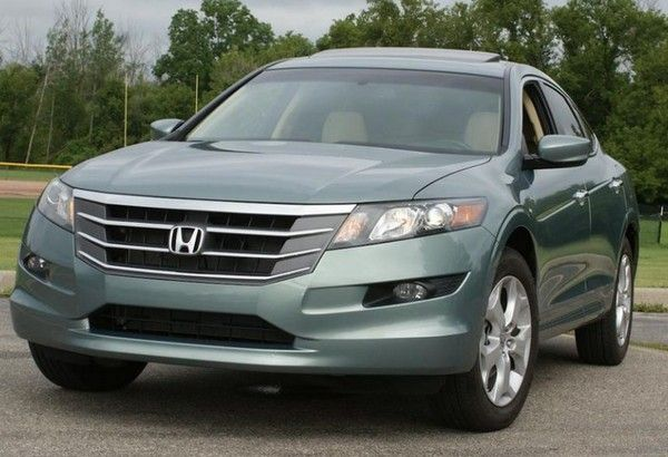 Honda Crosstour 2010 Front View. The Front Fascia Carries Recognizable  Features Of Honda