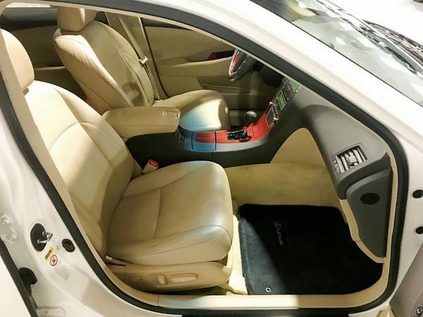2007 Lexus ES 350 front seats