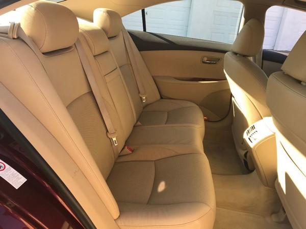 2007 Lexus ES 350 rear seats