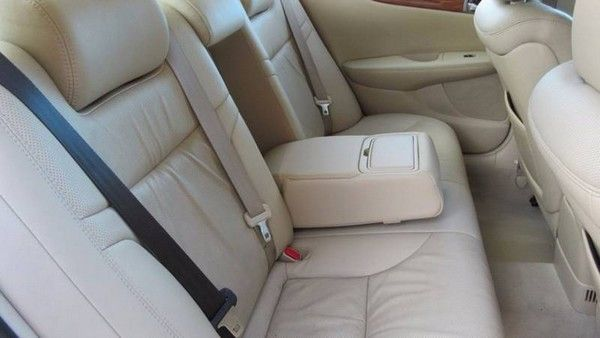 2005 Lexus ES330 rear seats