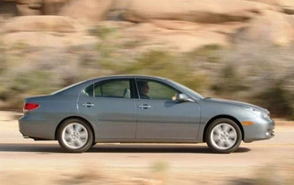 2005 Lexus ES330 on the road