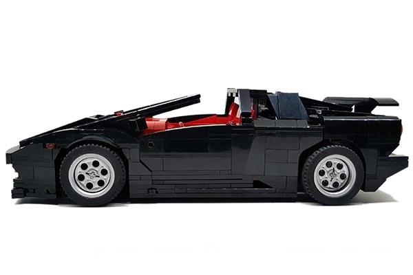 The side of the LEGO Lamborghini Diablo