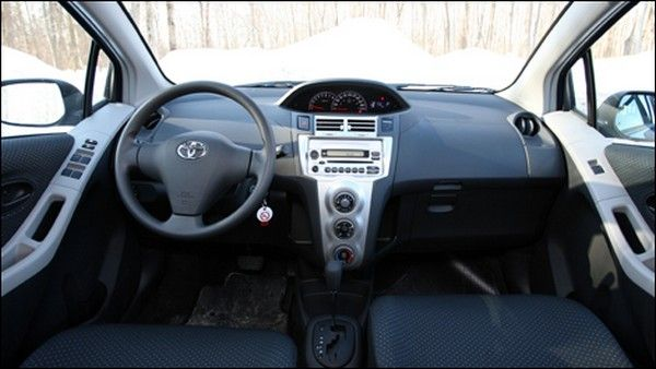 Toyota Yaris 2008 dashboard area