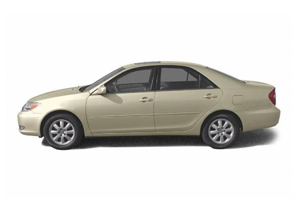 Toyota Camry 2005 side view