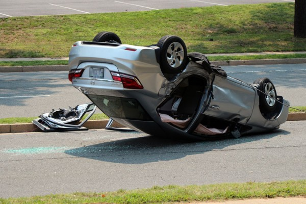 Car rollover in a tire bursting indident