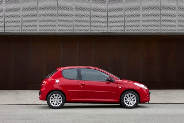 Peugeot 206 side view