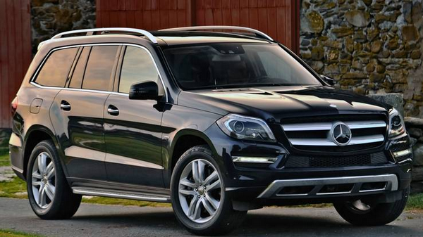 Angular front of the Mercedes-Benz GL-Class
