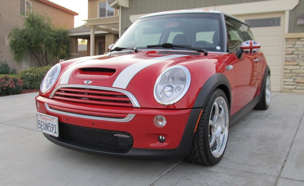 Angular front of the Mini Cooper S