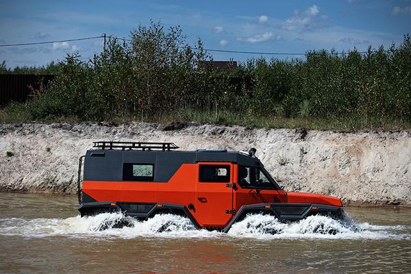 side of theAvtoros Shaman 8WD all-terrain