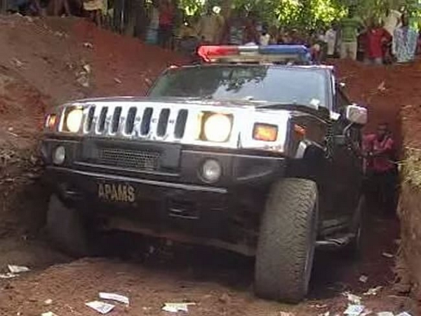 A mother buried in a Hummer Suv