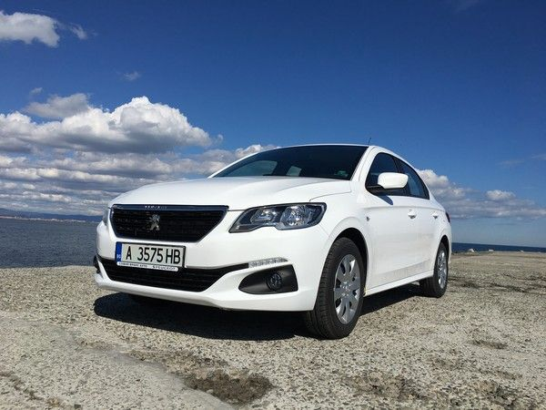 Peugeot 301 front view