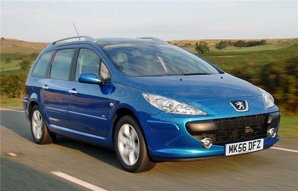 Peugeot 307 on the road