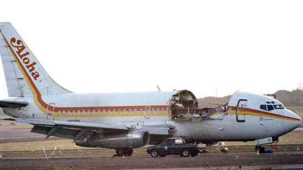 Roofless Boeing 737-297 which landed safely in 1988
