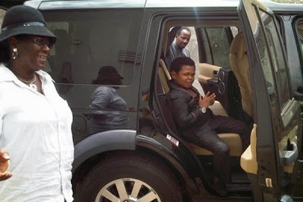 Picture of Osita Iheme in his Land Rover LR3