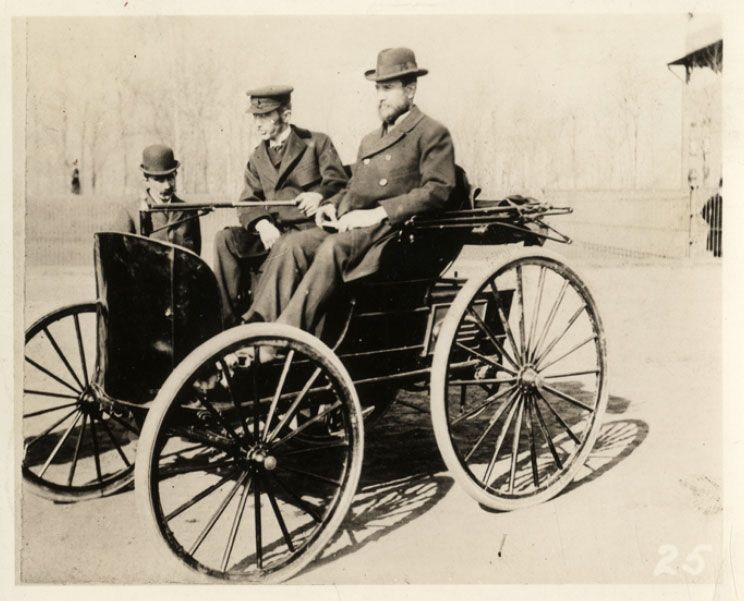 2 brothers on the first fuel-powered car